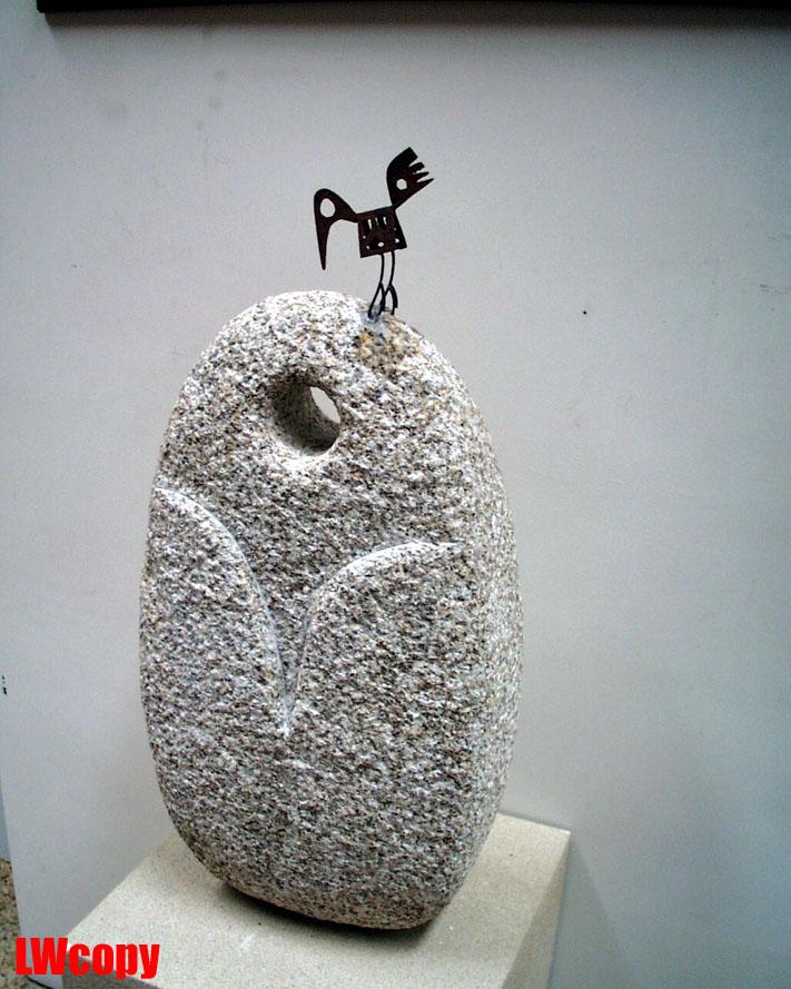 韩美林的绘画和雕塑作品,以动物和人物为主,把写实,夸张,抽象,写意