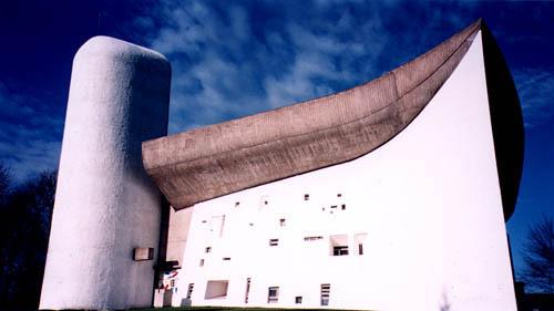 现代主义建筑的大师-柯布西耶的朗香教堂